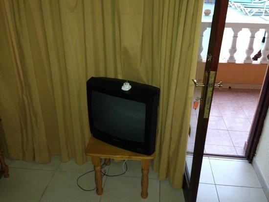Apartamentos Caribe: Телевизор