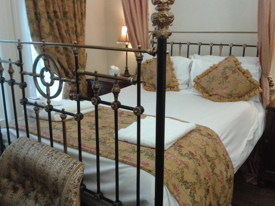 Marmadukes Town House Hotel : a typical room