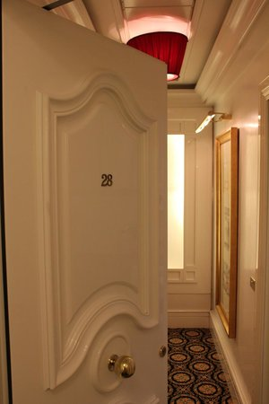Hotel Majestic Roma: Rooms door in lovely white laquer