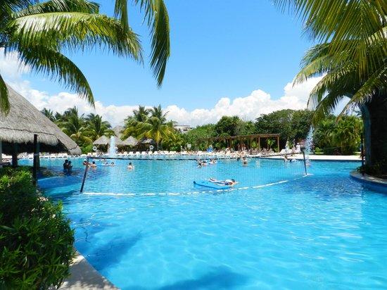 Valentin Imperial Riviera Maya : Main pool