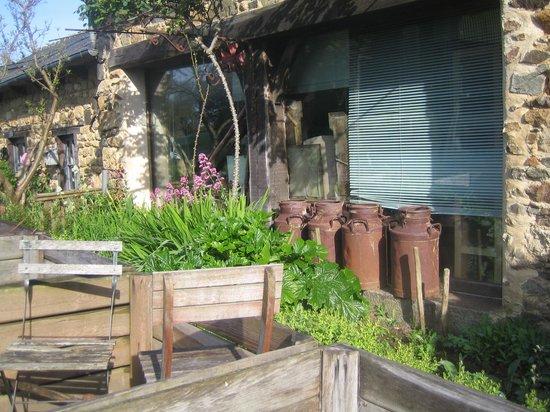 La Maison des Lamour : une partie de bâtiment visible en arrivant sur le site
