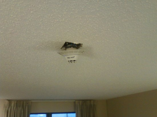 Extended Stay America - Detroit - Canton : smoke detector hanging by its wires