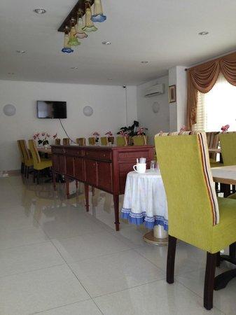 Hotel Grand Kartini : зона завтрака