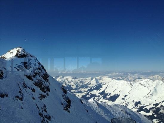 Glacier 3000: vue du resto du teleferique