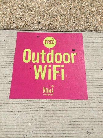 Courtyard Washington, DC/U.S. Capitol: WiFi на улице