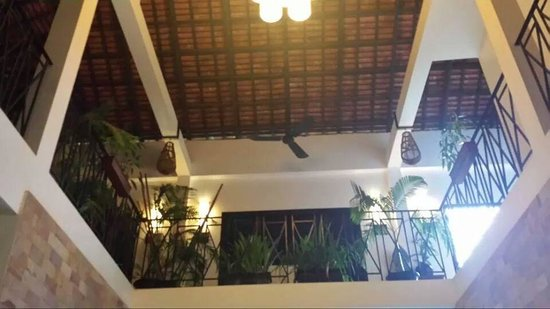 Bunwin Boutique Hotel: Looking up to level 2