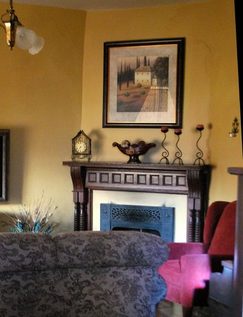 Jewel of the Canyons Bed and Breakfast: Parlor