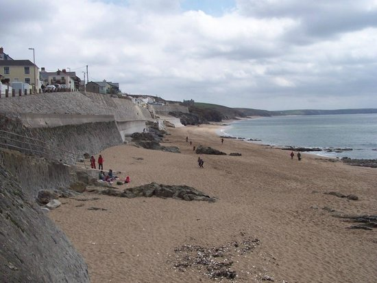 Praa Sands Holiday Park: Beach at Porthleven