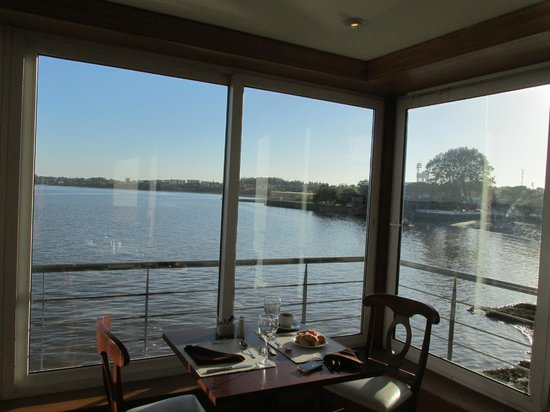 Radisson Colonia del Sacramento Hotel: Perfect view for a meal.