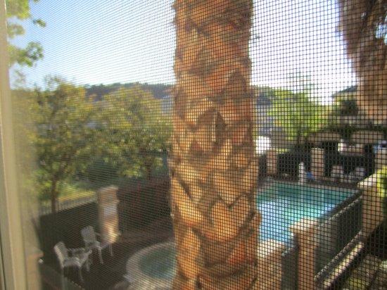 La Quinta Inn & Suites Fairfield - Napa Valley: vue de la chambre sur piscine