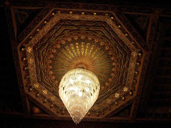 Dar Al Madina Al Kadima: Lámpara del patio central