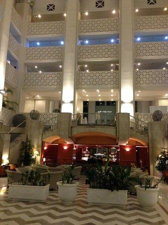 Leo Palace Resort: lobby