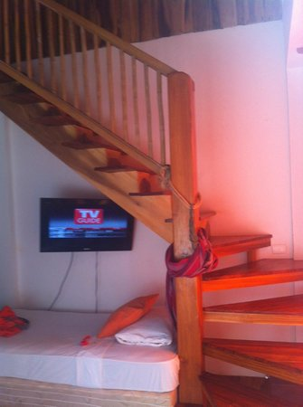 Principe del Pacifico : Stairs up to the loft bed