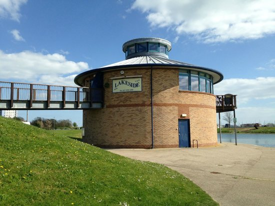 Lakeside Cafe and Bar: Interesting Architecture & Setting