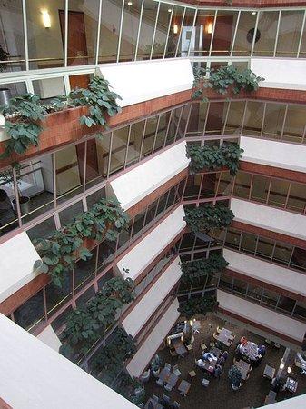 Hilton Helsinki Strand: Atrium