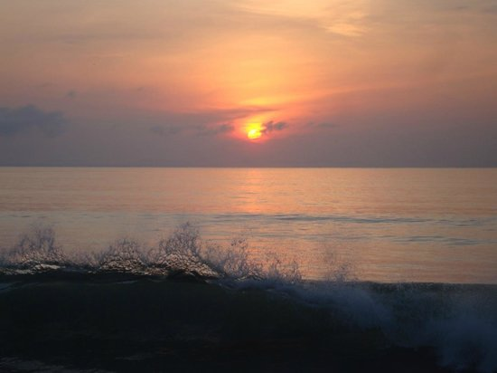 Iguana Lodge: sunrise on Golfo Dulce