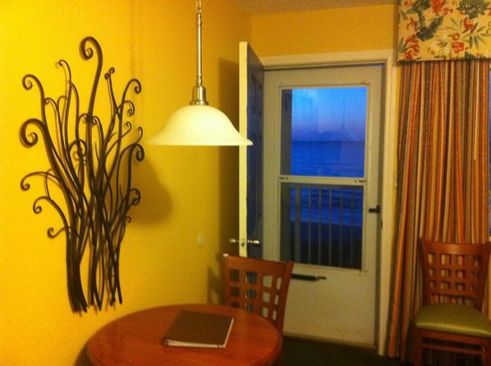 Jade Tree Cove Resort : Breakfast on your private balcony