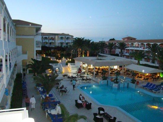 Poseidon Beach Hotel: Widok na basen