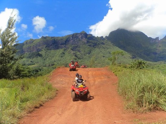 ATV Moorea Tours : Our group on the road