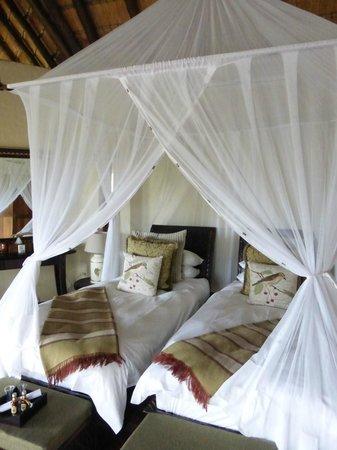 Tuningi Safari Lodge : The kids room with two twin beds