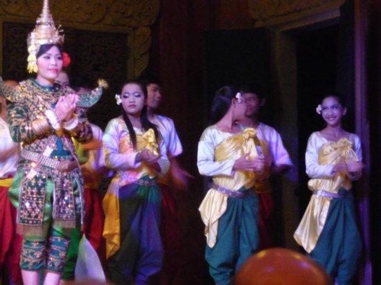 Angkor Village Apsara Theatre: Taking bows