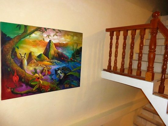 Condor Palace Hostal: Hermosos cuadros de Machupicchu