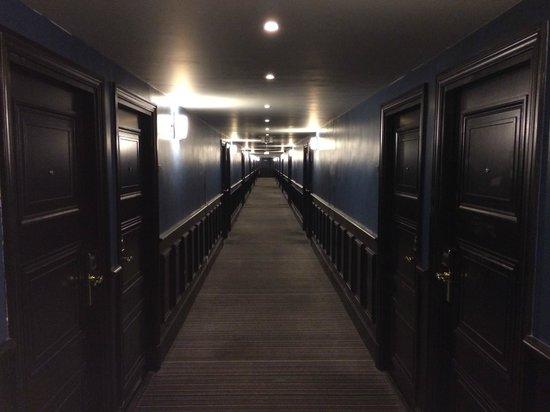 NH Brugge: Кино-коридор