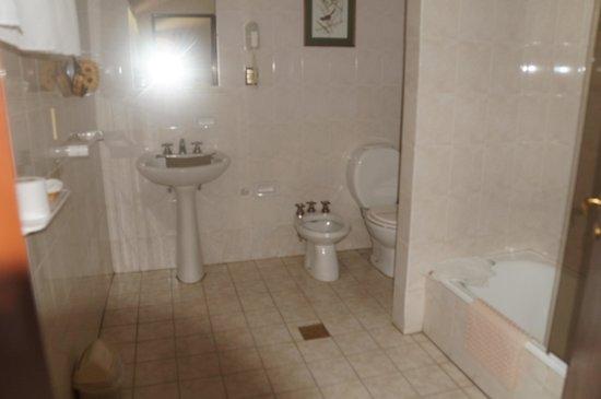 Hosteria-Spa Posada del Sol: large bathroom