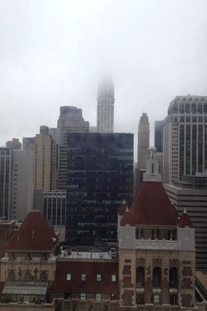 New York Marriott East Side : Morning view out our window (cloudy day)