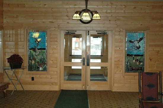 The Lodge at Sandpoint: Front Entry