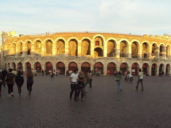 Arena di Verona: Un Arena Maestosa...