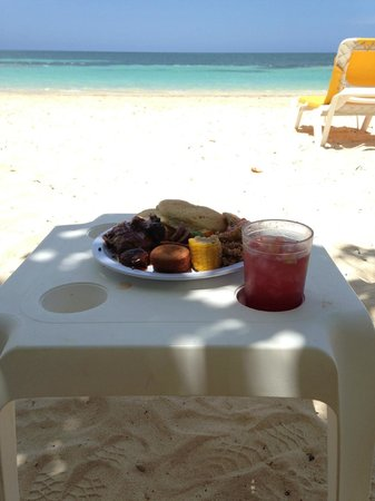 Iberostar Rose Hall Suites : Lunch at the beach.
