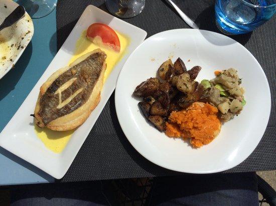 Le Pelagos : St pierre sauce safranée avec un assortiment d'accompagnements