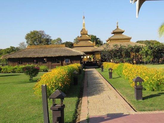 Bagan Thiripyitsaya Sanctuary Resort : The grounds