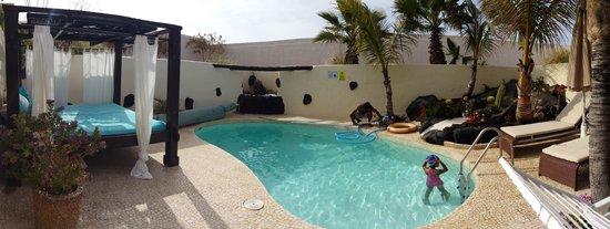 Alondra Villas & Suites: Pool area at vila Lily