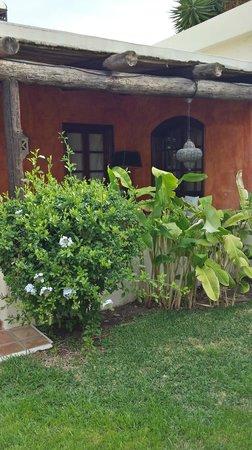 Alondra Villas & Suites: courtyard