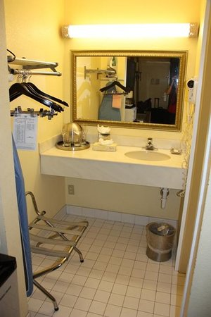 Floridian Hotel : extra sink