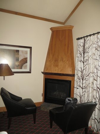The Edgewater, A Noble House Hotel : fireplace with comfy chairs