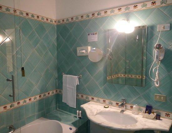 Hotel Savoia : Bathroom