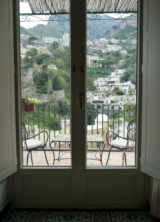 Hotel Savoia: looking out to Balcony