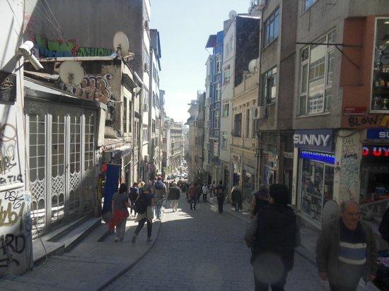 Hayriye Hanim Konagi Hotel: Galata's road