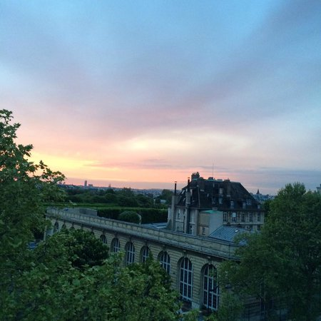 Hôtel Observatoire Luxembourg : Sunset view from room, overlooking Luxembourg gardens