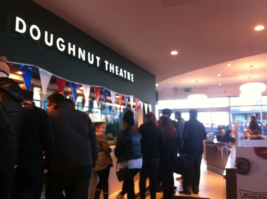 Krispy Kreme Edinburgh: Always crowded!