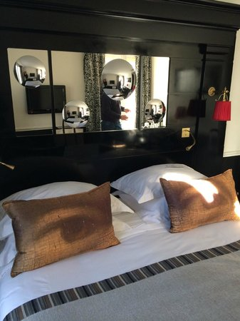Hôtel Observatoire Luxembourg : Interesting pillows...but a very comfortable bed!