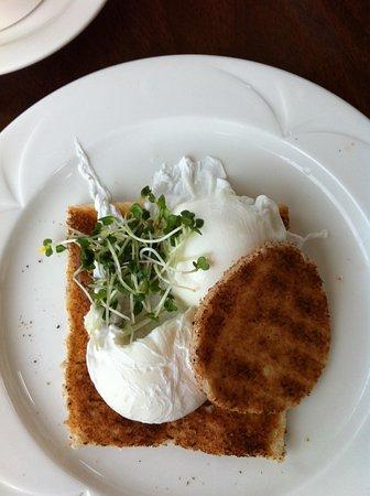 Dingle Skellig Hotel : Poached eggs for breakfast