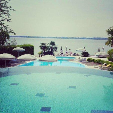 Hotel Continental: Vista dalla piscina termale, fronte lago