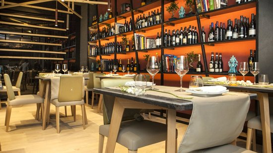 Caparena Sushi & Wine: Library