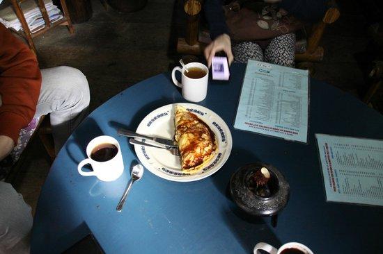 Liberta Homestay: завтрак, вкусный банановый блинчик