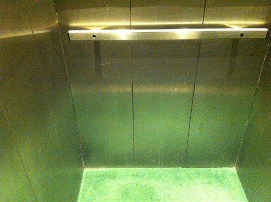 Grand Hotel: elevator