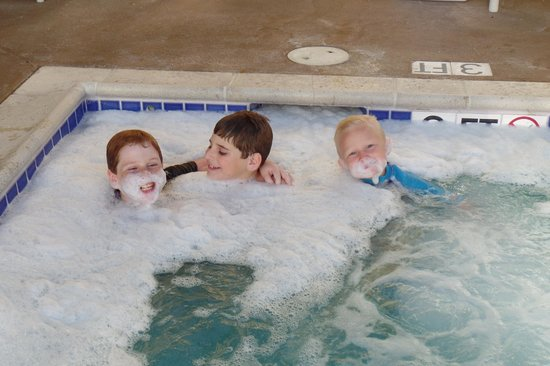 La Quinta Inn & Suites San Diego Carlsbad: kids loved the hot tub